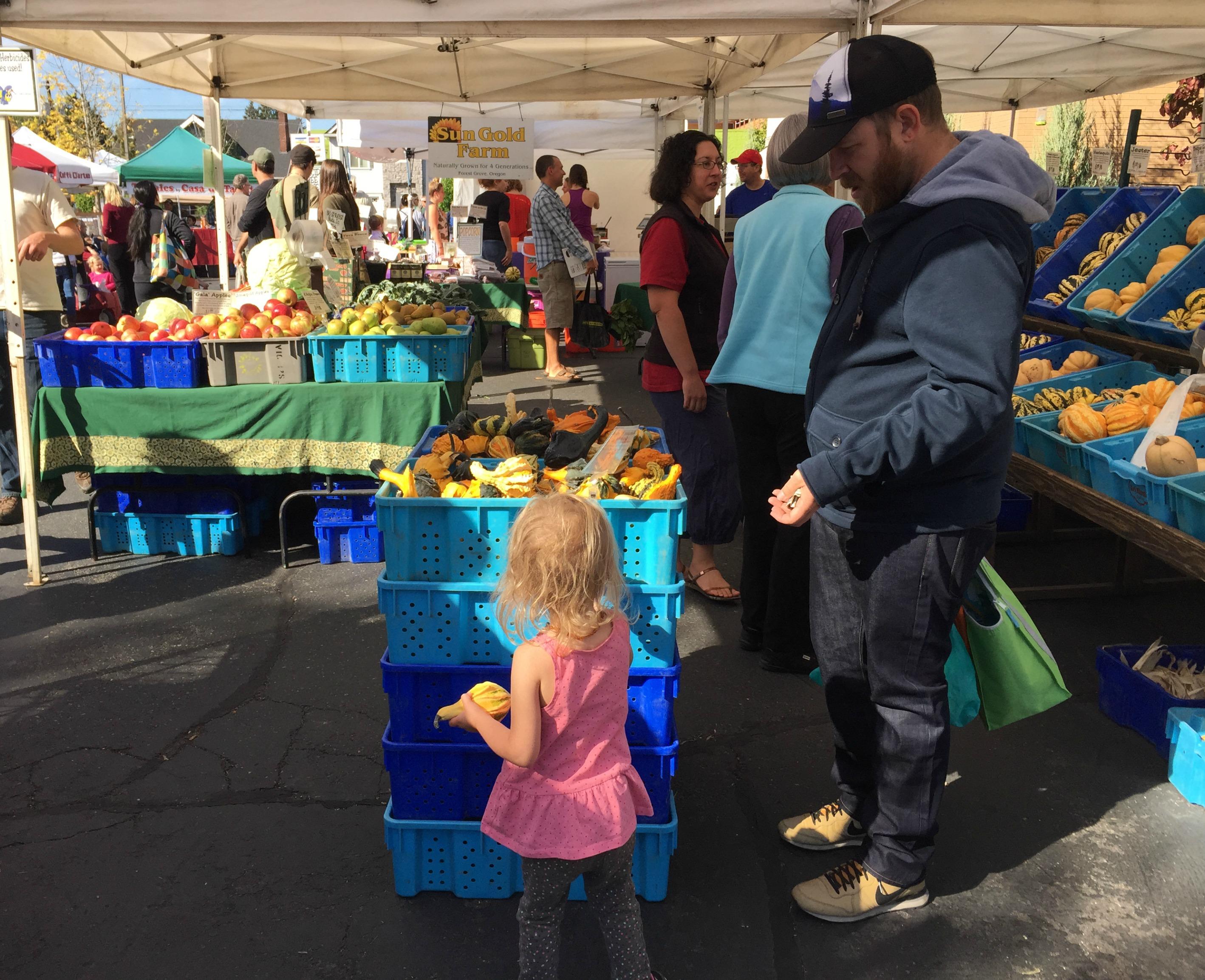 2015_10_babywearing_lilyandmama_farmersmarketgang